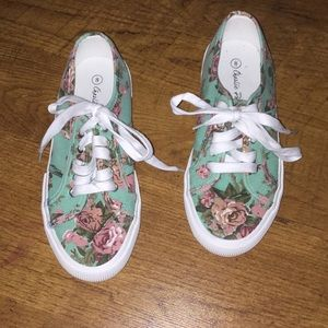 Cute floral woman's shoe